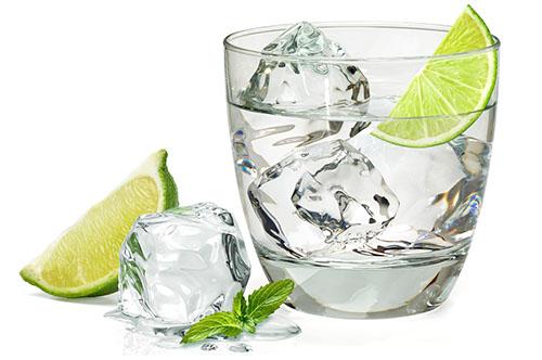 como preparar agua alcalina